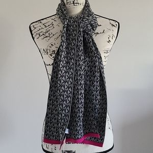 Micheal kors winter scarf
